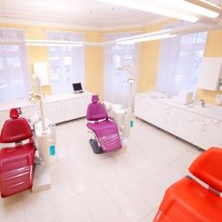 Praxis - Dr. med. dent. A.  Sohani - Behandlungszimmer1