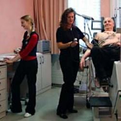 Praxis - Dr. med. Bernd Schernus - Behandlungszimmer Schernus