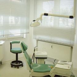 Praxis - Dr. W. Hering - Behandlungszimmer1