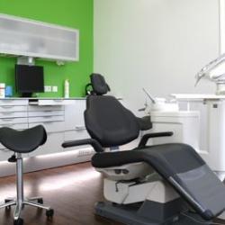 Praxis - Dr. Carsten Ullrich - Behandlungszimmer