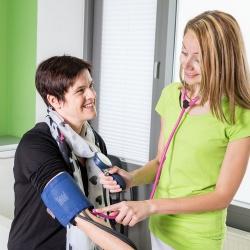 Praxis - Dr. med. Ingeborg Merz - Untersuchungszimmer Dr. Merz