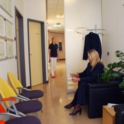 Praxis - Dr. Cristina Ogniben - Wartezimmer